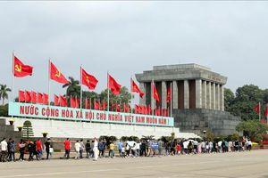 Trên 56 nghìn lượt khách vào Lăng viếng Chủ tịch Hồ Chí Minh dịp lễ 30/4 và 1/5