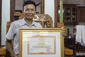Chuyện phó bí thư tổ dân phố người công giáo được Thủ tướng tặng bằng khen