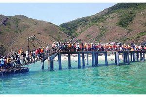 'Thiên đường xanh' Quy Nhơn đón lượng khách kỷ lục