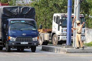 CSGT căng mình điều tiết giao thông tại cửa ngõ TP.HCM