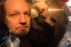 Người sáng lập WikiLeaks Julian Assange bị kết án 1 năm tù