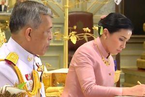 Nữ vệ sĩ '6 năm lên cấp tướng bốn sao' trở thành Hoàng hậu Thái Lan