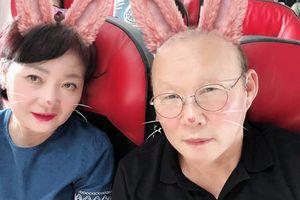 Thầy Park hóa thỏ hồng khi du lịch cùng gia đình