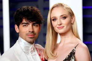 Mỹ nhân 'Game of Thrones' và anh trai Nick Jonas tổ chức lễ cưới