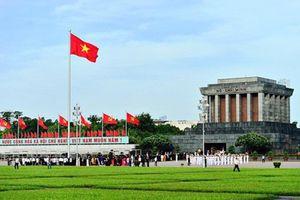 Hơn 45.000 lượt khách vào Lăng viếng Chủ tịch Hồ Chí Minh dịp lễ 30-4 và 1-5
