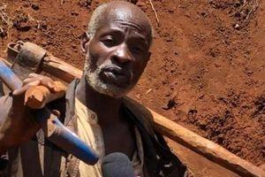 'Dị nhân' tự đào gần 2 km đường bằng tay không 6 ngày