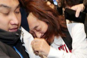 Bức ảnh chụp Jung Joon Young bị túm tóc ở sân bay được vinh danh