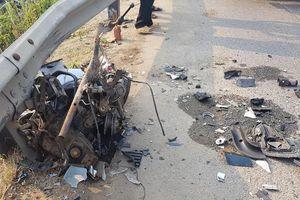 Quảng Nam: Taxi tông gãy đôi xe máy