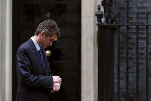 Bộ trưởng Quốc phòng Anh bị sa thải vì làm lộ thông tin