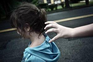 Khởi tố, bắt tạm giam đối tượng dâm ô nhiều bé gái lớp 1