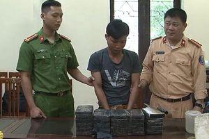 Bắt giữ bốn nghi phạm, thu giữ 26 bánh heroin