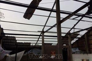 Lốc xoáy làm tốc mái nhiều nhà dân ở Long An