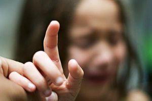 Mẹo giúp các bà mẹ lấy dằm ra khỏi tay trẻ không hề đau đớn