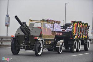 Linh xa đưa linh cữu Đại tướng Lê Đức Anh ra sân bay Nội Bài