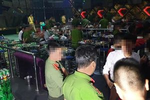 Kiểm tra quán bar trong đêm, phát hiện 80 'dân chơi' dương tính ma túy