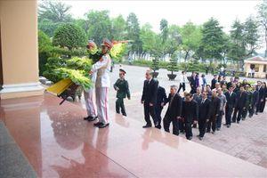 Xúc động lễ viếng nguyên Chủ tịch Nước Lê Đức Anh tại quê nhà