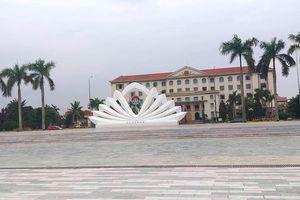 Một người dân Hà Tĩnh bị thanh sắt dài 1 m trên cột cờ rơi trúng mặt