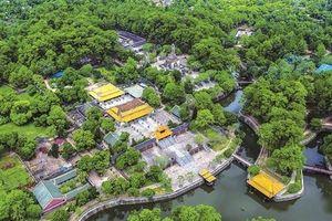 Chủ tịch UBND tỉnh Thừa Thiên Huế: 'Nhặt một cọng rác, bạn đã làm cho Huế sạch hơn'
