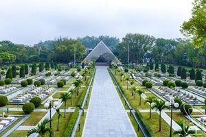 Ở nghĩa trang Điện Biên