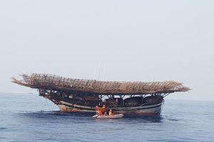 52 thuyền viên trên tàu cá bị hỏng máy trôi dạt 2 ngày đêm trên biển