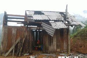 Lốc xoáy khiến nhiều ngôi nhà của người dân Long An bị tốc mái