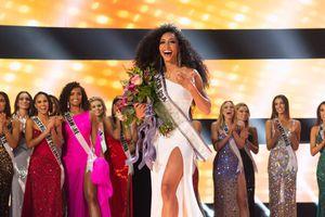 Đáng yêu như H'Hen Niê dậy sớm 'hóng hớt' bạn thân trao vương miện Miss USA, fan mong chờ màn Final Walk
