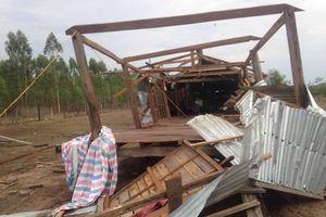 Lốc xoáy cuốn sập hàng chục nhà dân ở Gia Lai