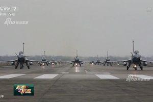 J-10C Trung Quốc diễu binh 'voi đi bộ' hoành tráng 'vượt trội Nga, sánh ngang Mỹ'