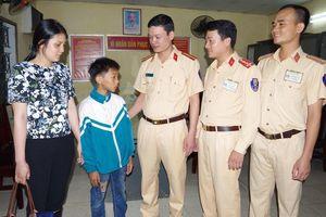 Bé trai 11 tuổi bị lạc khi đạp xe từ Nam Định lên Hà Nội tìm mẹ