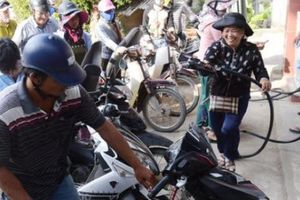Quảng Ngãi: Tỉnh chỉ đạo tìm tàu đủ chuẩn để chở xăng ra đảo Lý Sơn