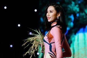 Clip Hoa hậu Nhân ái Nguyễn Thúc Thùy Tiên xé giấy ghi nợ 1,5 tỉ khi bị đòi tiền