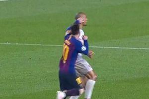 Các cổ động viên Liverpool giận dữ đòi ra án phạt cấm Messi thi đấu