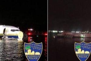 Máy bay Boeing 737 chở 136 người hạ cánh xuống sông tại Mỹ