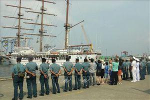 Tàu buồm huấn luyện Lê Quý Đôn kết thúc chuyến thăm Indonesia