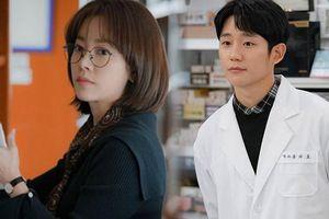 Poster và teaser đầu tiên của 'Spring Night' gây tò mò về tình chị em Han Ji Min cùng Jung Hae In