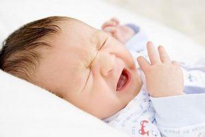Bé 2 tuần tuổi phải cấp cứu vì mẹ cho uống nước cam thảo