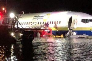 Máy bay chở 142 người lao xuống sông ở Florida may mắn sống sót