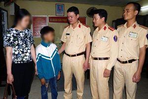 Bé trai 11 tuổi đạp xe từ Nam Định lên Hà Nội vì nhớ mẹ