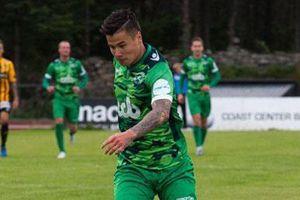 Đội bóng của Alex Đặng thua 1-2 sau khi để thủng lưới phút 90