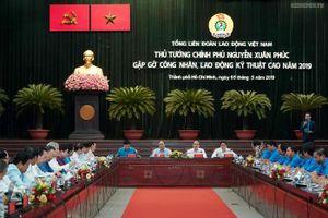 Thủ tướng đối thoại với hơn 1.000 công nhân kỹ thuật cao