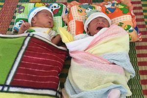 Mẹ đơn thân đau đẻ khi phụ hồ: Vào viện không tiền, sinh được cặp trai gái