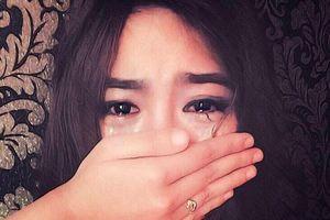 Nước mắt như mưa vì trao 'tất tay' cả tiền lẫn đời con gái cho Sở Khanh