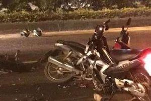 Truy đuổi xe máy kẹp ba, 2 cảnh sát cơ động nhập viện