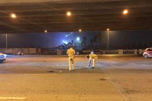 Ô tô 7 chỗ tông tài xế xe ôm ngã bất tỉnh trên đường rồi nhanh chóng tăng ga bỏ chạy