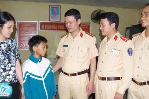 Cậu bé 11 tuổi đạp xe 10 tiếng liên tục từ Nam Định lên Hà Nội để tìm mẹ khi lực lượng chức năng tìm thấy chỉ muốn rớt nước mắt