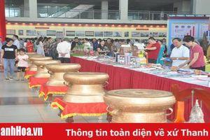 Triển lãm 'Thanh Hóa xưa và nay' thu hút lượng lớn khách đến tham quan