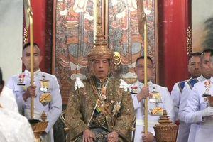 Vua Vajiralongkorn của Thái Lan chính thức đăng quang