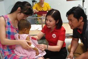 Hỗ trợ viện phí cho các bệnh nhi khó khăn