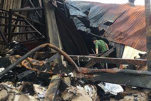Cận cảnh vụ cháy hàng tấn tài liệu ở kho hồ sơ xe buýt