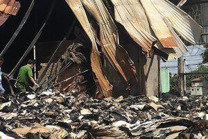 Khám nghiệm để điều tra vụ cháy kho hồ sơ xe buýt ở TP.HCM
